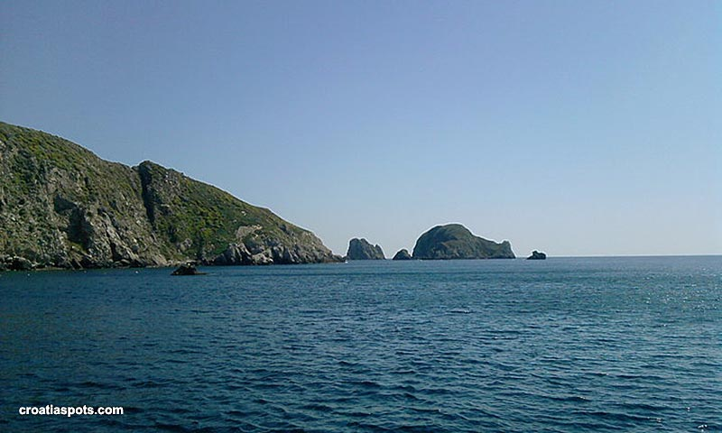 The panorama of the rocky coast, from the boat