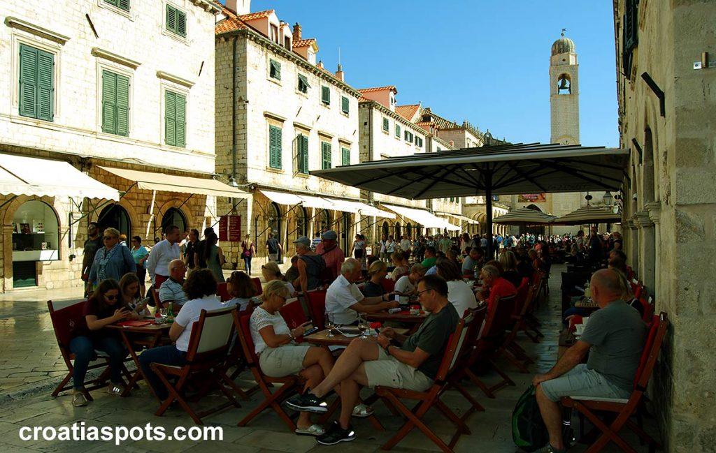 A typical restaurant / cafe in Dubrovnik's Stradun
