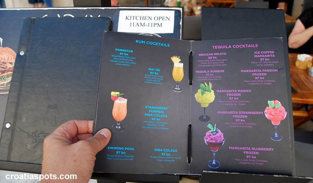 Cocktails prices in typical Stradun cocktail bar