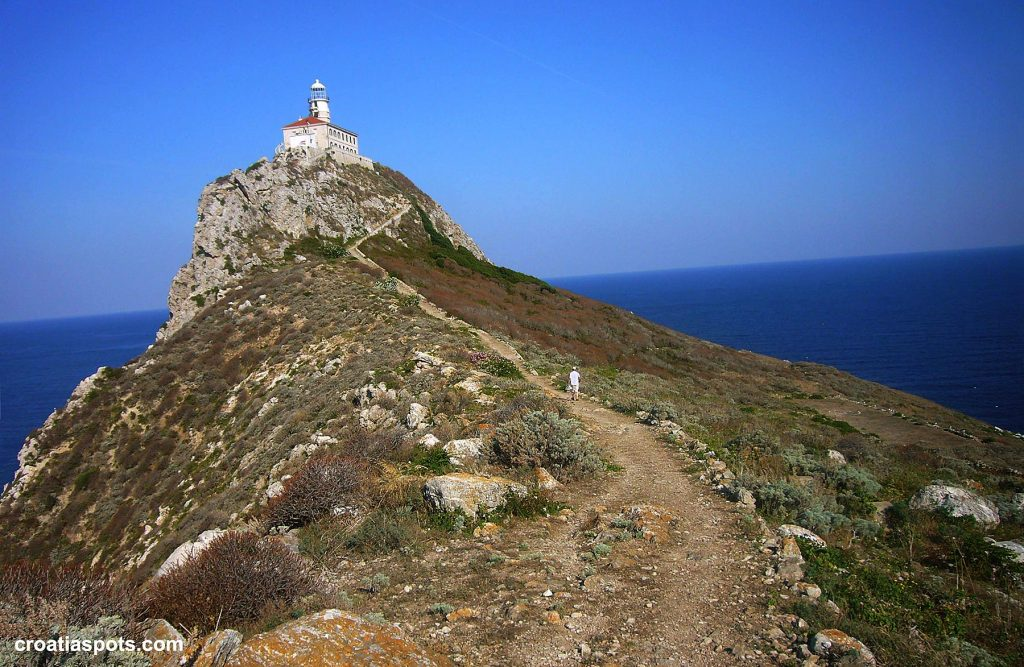 Trail to Palagruža Lighthouse